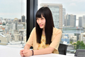 【インタビュー】宇宙の広がりを感じさせる、安月名莉子のニューシングル「Glow at the Velocity of Light」