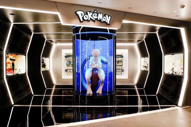 渋谷PARCOに「ポケモンセンターシブヤ」、本日オープン! 入口にはティフォンが手がける等身大ミュウツーの姿が!