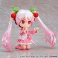 桜の花を手に持った可憐な「桜ミク」が「ねんどろいどどーる」に登場! 衣装のみの「おようふくセット」も!!