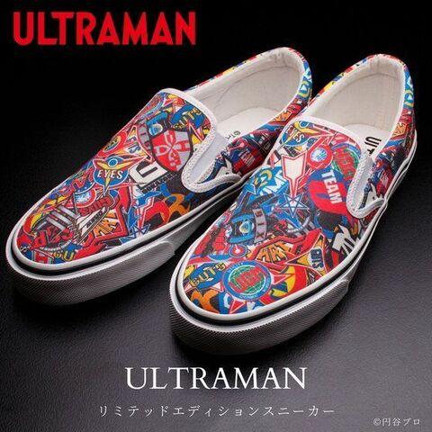 「ULTRAMAN」より、歴代の防衛隊マークが総柄でデザインされたスリッポンスニーカーが登場!