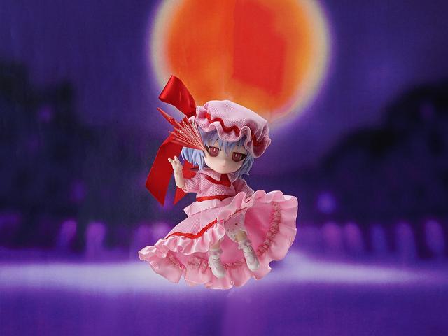 ちびっこドール「FunnyKnights」に「東方project」から、「レミリア・スカーレット」が登場! 悪魔羽を羽をはばたかせ、紅い月夜に降臨