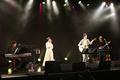 竹達彩奈スペシャルトーク&ライブ「flower moon」オフィシャルレポート到着! 霜降り明星の粗品とのセッションも実現!