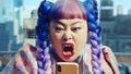 渡辺直美がド派手なアクションを披露! 新作スマホゲーム「A.I.M.$」新TVCMが放送開始!