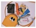 劇中に登場したリンちゃんのサイドバッグやなでしこのショルダーバッグなど、「ゆるキャン△」グッズがヴィレヴァンオンラインに登場!!