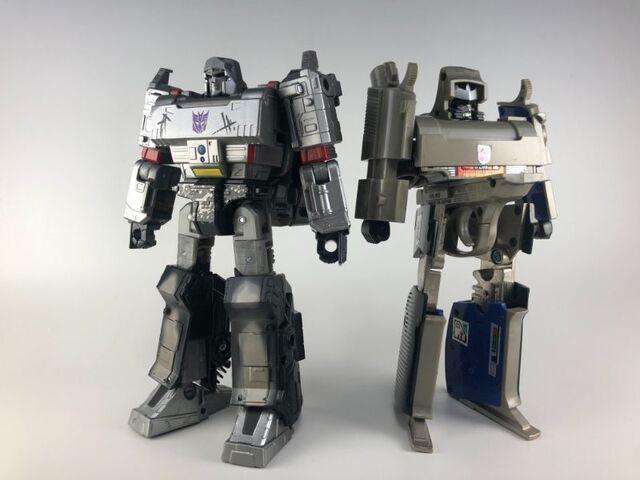初代G1玩具との比較で魅力をさらに掘り下げる! 声優・泰勇気が「トランスフォーマー ウォー フォー サイバトロンWFC-07メガトロン」を徹底レビュー・後編【泰勇気のトイ遊々記 第4回】