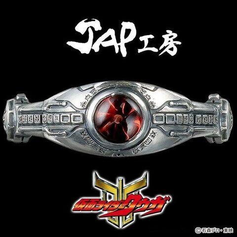 「仮面ライダークウガ」×「JAP工房」がコラボ! 変身ベルト「アークル」をモチーフにしたsilver925リングが登場!!