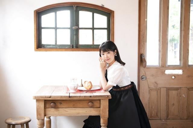 東山奈央、「異世界食堂2」EDテーマ「冷めない魔法」を11月3日にリリース! 早期予約特典は「しゃべる!飯テロフォトブック」!
