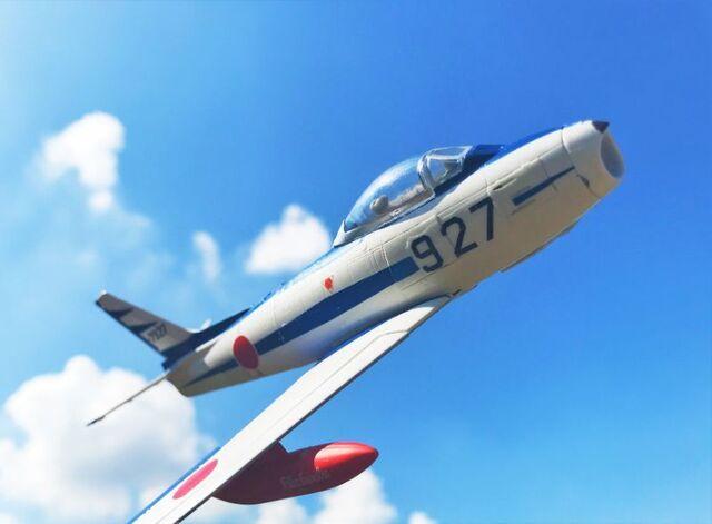 日本の空を翔ける、伝統の青い翼! エフトイズ 「フルアクション F-86ブルーインパルス」を作ってみた!【食玩道 第25回】