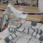 フレキシブルタイプの馬型スマホスタンド「ぱかぱか馬型スマホスタンド」が上海問屋から!