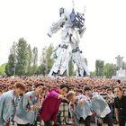 SKY-HI、ガンダム立像の前でガンダム主題歌を熱唱!! オフィシャルレポート到着!